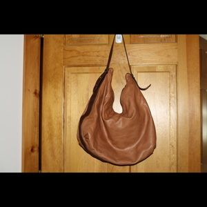 Butter brown soft bag. Leather straps